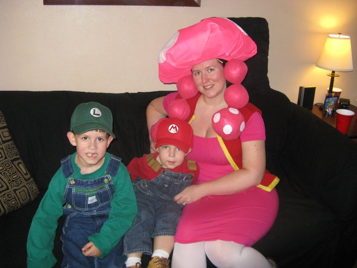 wordless wednesday mario luigi toadette halloween costumes