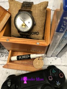 JORD wood watch an unique gift for him + giveaway #holidaygiftguide @woodwatches_com