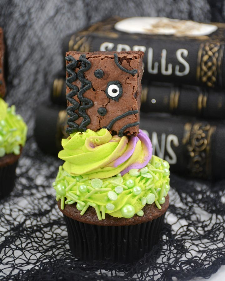 Hocus Pocus book cupcakes
